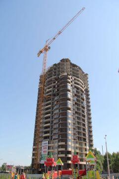 """Самый большой жилой дом в Новочебоксарске в 25 этажей.в микрорайоне """"Спутник""""""""Комплекс"""" высоту берет. Слагаемые успеха стройфирмы День строителя"""