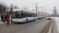 По Новочебоксарску троллейбус идет на автономном ходу.Первый междугородний пошел! троллейбус Чебоксары - Новочебоксарск Историческое событие