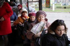 """Фото Марии СМИРНОВОЙ""""Читающий троллейбус""""  поднимает настроение"""