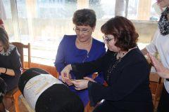 Мастер плетения вологодского кружева Марина Бусыгина провела мастер-класс для Ларисы Игнатьевой.С опытом и мудростью предков Союз женщин Чувашии выставки