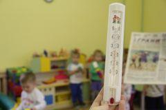 """""""Грани"""" приехали в группу """"Пчелки"""" детсада № 49 и замерили температуру. Термометр показал +26°С в групповом помещении и +19°С в спальне (во время проветривания). Фото Марии СМИРНОВОЙКак живешь, детский сад? детсад"""