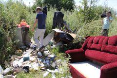 """Еще одна мусорная свалка обнаружена активистами ОНФ на территории рядом с санаторием """"Надежда"""". Южная требует генеральной уборки Свалкам нет ОНФ 2017 - Год экологии и особо охраняемых природных территорий"""