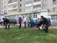 """""""Грани"""": работники на субботнике. Фото Алексея МигуноваГород нуждается  в макияже экологический субботник весенние субботники"""