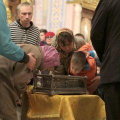 Мощи святого Спиридона почтили люди всех возрастов. Фото Юрия НикандроваСилы придал сам святитель мощи святителя Спиридона Тримифунтского
