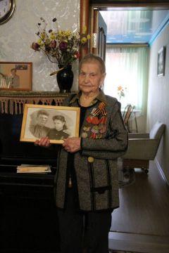 Участница войны Людмила Фомина с фото своей семьи военных лет.Поклонимся великим тем годам День Победы 75 лет Победе