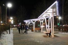 С наступлением вечера сквер в Юраковском микрорайоне приобретает просто фантастический вид. Фото Максима БОБРОВААллея и сквер в дар городу