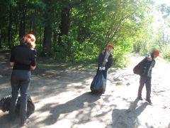 IMG_1306.JPGО роще заботятся капитально уборка мусора Ельниковская роща Всем городом - против мусора