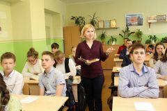 Татьяна Якунина и ее ученики. Фото Марии СМИРНОВОЙПримета, в которую верит лучший учитель Новочебоксарска Учитель года