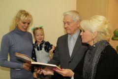 """""""От каждого народа наша семья взяла лучшее"""", — считает глава большой династии Виталий Сергеев.  Счастье быть вместе День народного единства"""