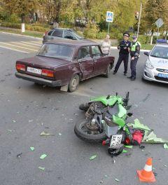 Желтый свет - проезда нет. В Новочебоксарске столкнулись мотоцикл и ВАЗ-2105 ДТП