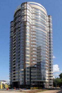 """230 квартир, 2,73 м высота потолков, 4 лифта. Фото Максима БоброваВам на какой? — Нам на 25-й. """"Комплекс"""" взял почти стометровую высоту ООО """"Комплекс"""" День строителя Валерий Гордеев"""