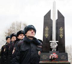 Мы помним о вас. Коллаж Марии СМИРНОВОЙПочтили  память героев День полиции