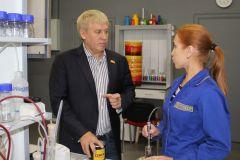 """Сергей Михеев лично контролирует процесс создания уникального продукта. Фото автораПретендент  на золотую сотню """"НПП """"Спектр"""""""