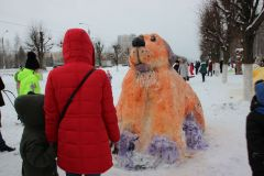 В Ельниковской роще прошел городской конкурс снежных фигурВ Ельниковской роще состоялся конкурс снежных фигур