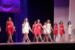 Летящей походкой участницы вышли на сцену в первом конкурсе.Принцессы среди нас Мисс Новочебоксарск-2018