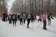 """Побегать на лыжах пришли целыми предприятиями, организациями, звали с собой родных и близких.Мы — одна команда! Более 4500 новочебоксарцев показали свое мастерство в 39-й """"Лыжне России"""" Лыжня России-2021"""