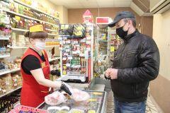 """Яркий пример того, как берегут себя жители города: социальная дистанция, маски. И это не постановочный кадр — реальное стремление к безопасности. Фото Максима БоброваВ маске """"на автомате"""" коронавирус #стопкоронавирус"""