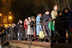 Люди стояли в очереди за святой водой, чтобы она весь год помогала им и их близким. Теплая крещенская ночь! 19 января — Крещение Господне