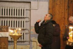 Народу в храме было не так много, что давало возможность найти личное пространство и погрузиться в молитву.Теплая крещенская ночь! 19 января — Крещение Господне