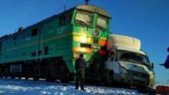 Под Чебоксарами поезд смял грузовую «ГАЗель» на переезде