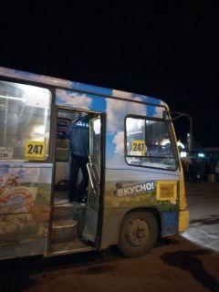 Проверка автобусов в НовочебоксарскеСотрудники ГИБДД Новочебоксарска проверяют автобусы после резонансного ДТП в Чебоксарском районе ГИБДД ДТП Проверка