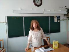 Поэт, психолог Элеонора Архонта в «Литературной гостиной» школы № 9
