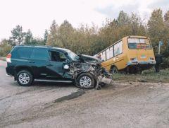 В Яльчикском районе «Тойота» столкнулась со школьным автобусом с 20 детьми