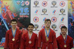 Алексей Михайлов(второй слева).  Фото из архива ДЮСШ-1Информ самбо дзюдо анонсы