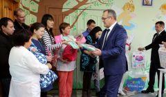 На торжественной выписке, которая состоялась в начале недели в перинатальном центре Новочебоксарска, родителям  новорожденных вручили подарки и свидетельства о рождении детей.Стать мамой. Как готовиться к родительству