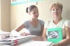 Катя с наставником Ириной Максимовой.Детям до 18  разрешается... Трудовое лето