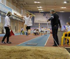 В прыжках в длину среди девочек соревновались 18 участниц, 11из них — новочебоксарки.Победители родом из детства Спорт - норма жизни легкая атлетика