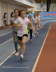 В этот раз девочки бежали лучше мальчиков, отметили волонтеры, помогавшие на этом соревновании.Победители родом из детства Спорт - норма жизни легкая атлетика
