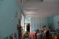 """А это корпус детского сада № 27 (бывший сад № 14), где в такой же группе для детей с нарушениями речи """"Кораблики"""" не один год капало с потолка. Миллион на школьный спортзал Ремонт школ"""