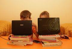 Фото Ирины ХАННАПластилин и конструктор против смартфона Круглый стол