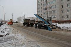 Дороги в Новочебоксарске очищают до бордюра. Снег собирают и вывозят за город. Фото Максима БОБРОВАСнегопад под контролем уборка дорог от снега снегоуборочная техника