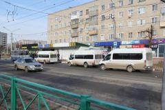 """Остановка """"Каблучок"""": выбирай любой маршрут — 234-й, 101-с или 331. Фото Максима БОБРОВАТранспортная реформа:  лучшее, конечно, впереди транспортная реформа"""