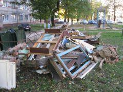 ...и на ул. Советской, 14. Фото Алены ТимофеевойИ снова мусор наступает вывоз мусора мусор Фотофакт