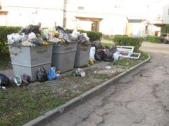 Утром 10 октября. На ул. Советской, 20...И снова мусор наступает вывоз мусора мусор Фотофакт