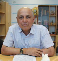 Ответственный секретарь приемной комиссии ЧГУ Николай ПЕТРОВ.Абитуриент-2020: Куда пойти учиться