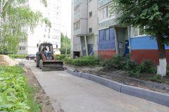 Работы по благоустройству дворовых территорий начались в июне...Работа над ошибками,  или Двор как конфетка благоустройство