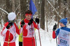 К старту готовятся сильнейшие девушки и юноши на 3500 м.Заряд бодрости, энергии,  отличного настроения. Более 8000 новочебоксарцев встали на лыжи Лыжня России-2019
