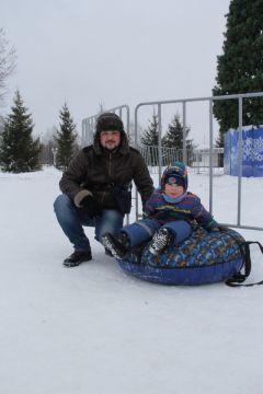 Алексей с сыном Ромой.И румянил щеки легкий мороз Новый год-2021