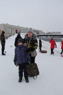 Ольга Евгеньевна с внуком Павлом.И румянил щеки легкий мороз Новый год-2021