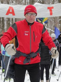 Николай Голюшев,  пенсионер, 70 лет Заряд бодрости, энергии,  отличного настроения. Более 8000 новочебоксарцев встали на лыжи Лыжня России-2019