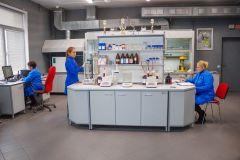 """В сердце центральной заводской лаборатории создаются новые лакокрасочные материалы, востребованные предприятиями оборонно-промышленного комплекса. Фото Максима БоброваХимия мирового уровня """"НПП """"Спектр"""""""