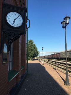 Вокзальные часы показывают время смерти писателя.Пассажир поезда № 12. 9 сентября — 190 лет со дня рождения Льва Толстого.  Литературная провинция Лев Толстой