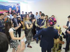 Представители молодежи Таджикистана встречают Навруз народными песнями и танцами. Фото автораНавруз — праздник весны и пробуждения