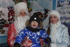 В роли Деда Мороза и Снегурочки учащиеся 5-й школы.Все что хочешь, выбирай!