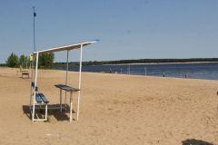 Фото  Максима БоброваЧерный шар погоды не делает пляж