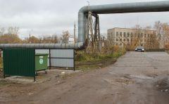 Начало октября. Контейнер при выезде на ул. Промышленную. Мусорная реформа  добралась и до Ольдеево мусорная реформа